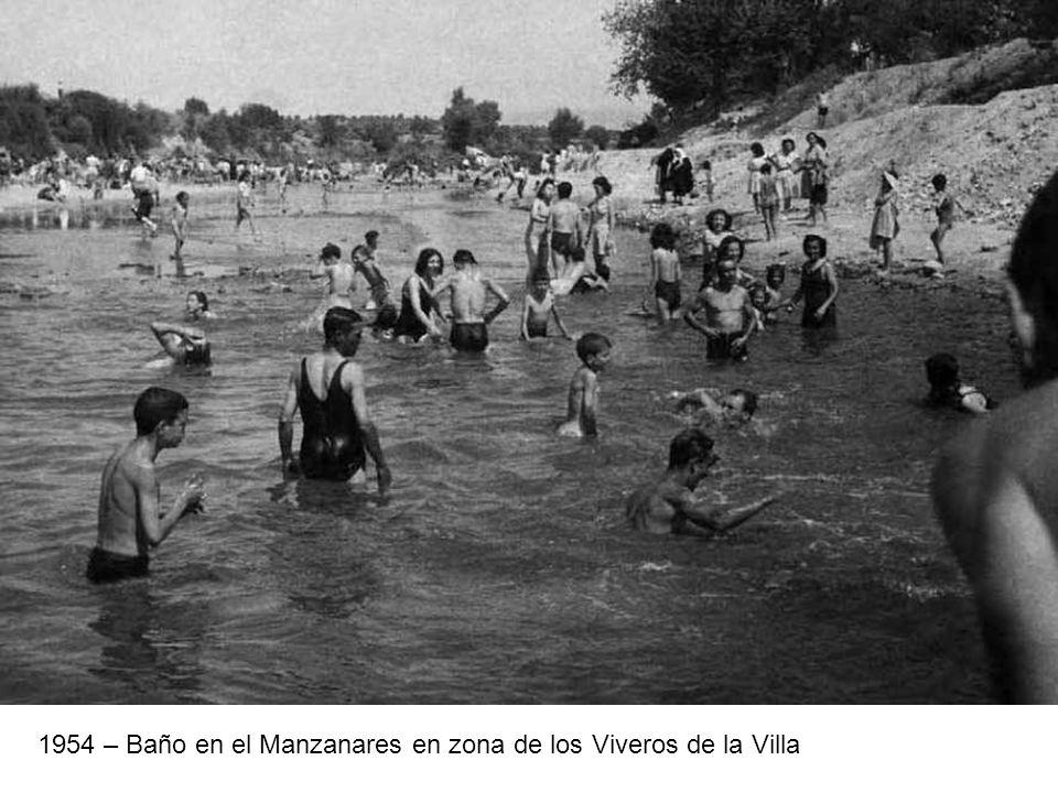 1954 – Baño en el Manzanares en zona de los Viveros de la Villa