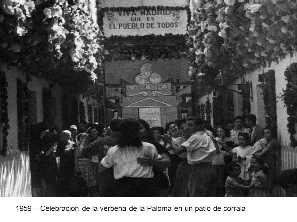 1959 – Celebración de la verbena de la Paloma en un patio de corrala