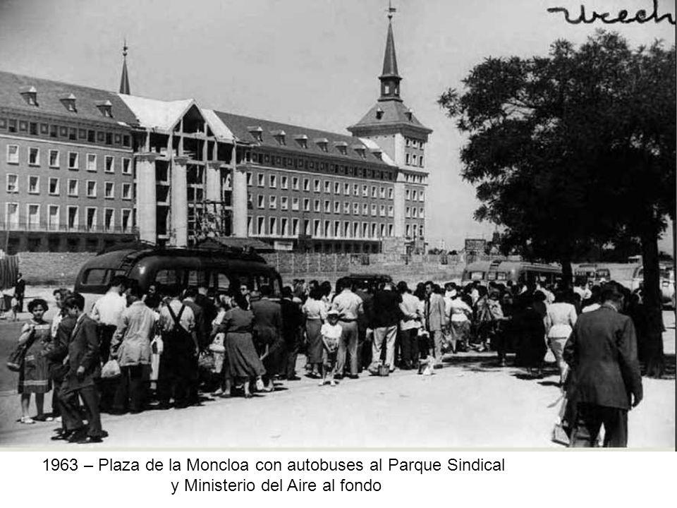 1963 – Plaza de la Moncloa con autobuses al Parque Sindical