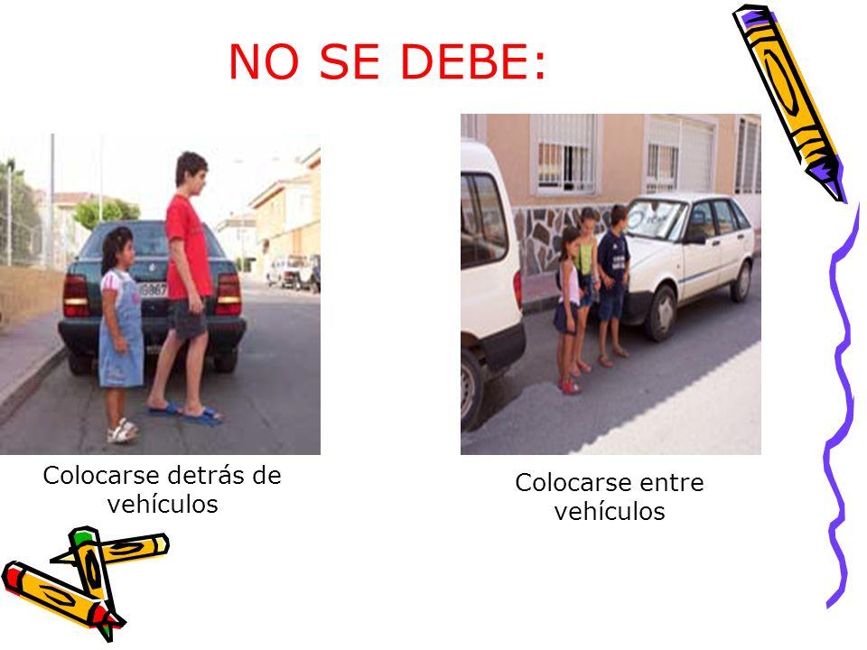 NO SE DEBE: Colocarse detrás de vehículos Colocarse entre vehículos