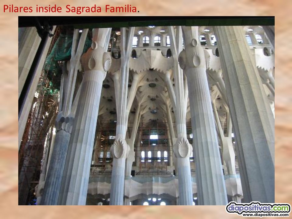 Pilares inside Sagrada Familia.