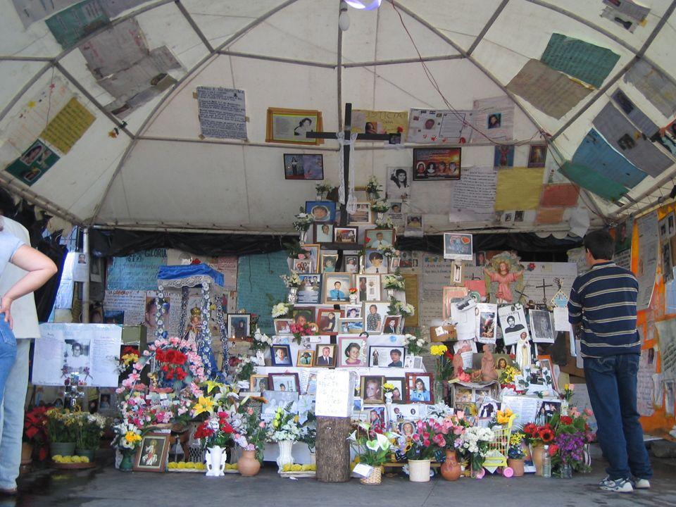 Santuario construido por los familiares y amigos de los muertos en el incendio del Ycuá Bolaños