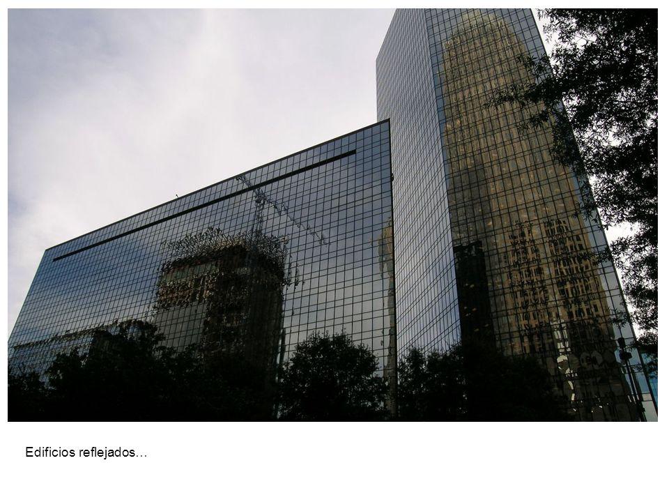 Edificios reflejados…