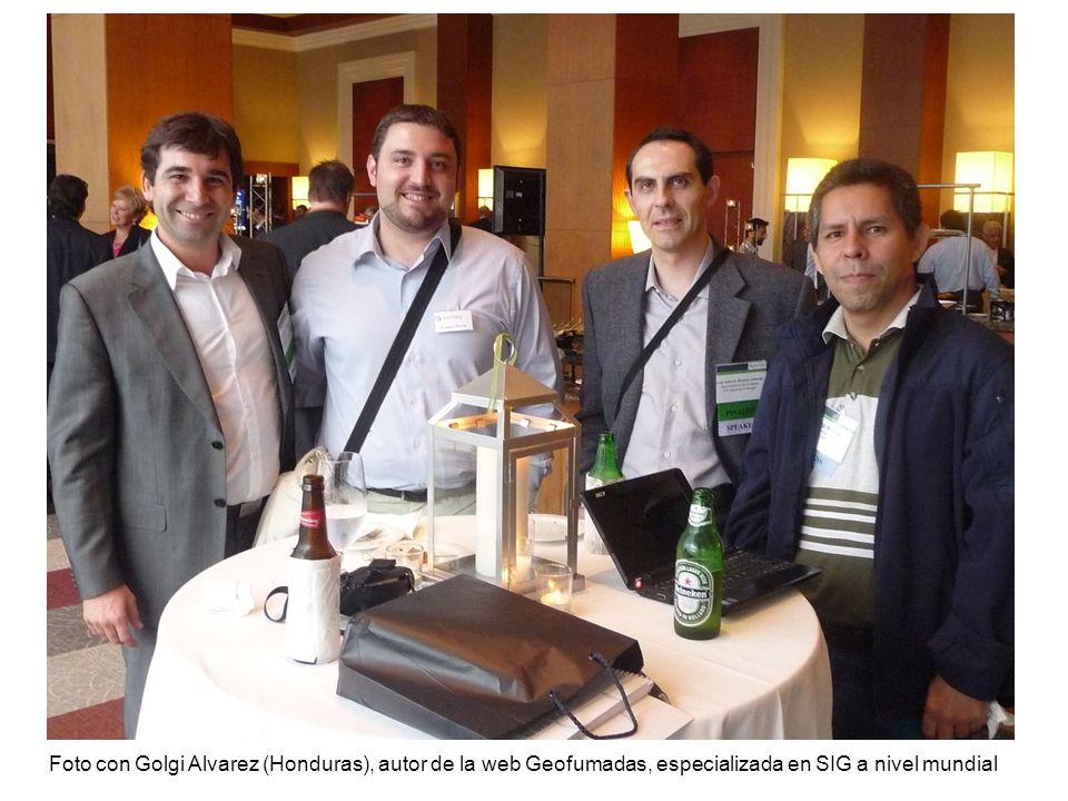 Foto con Golgi Alvarez (Honduras), autor de la web Geofumadas, especializada en SIG a nivel mundial