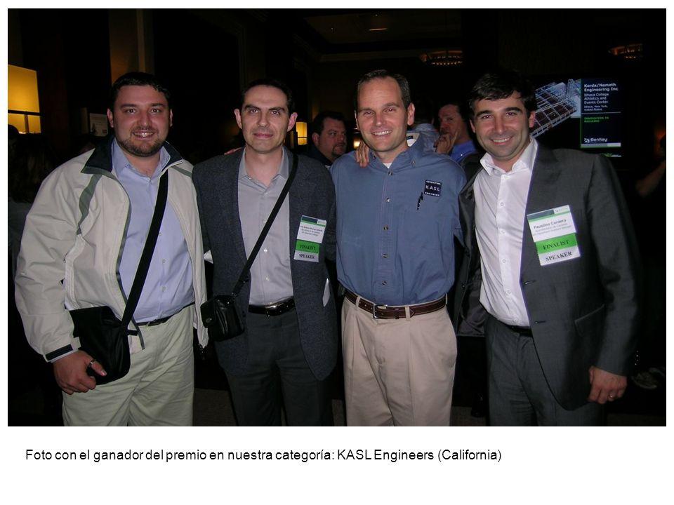 Foto con el ganador del premio en nuestra categoría: KASL Engineers (California)