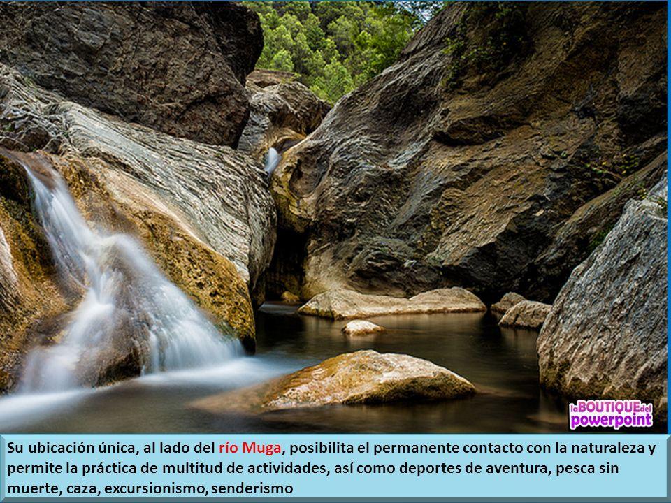 Su ubicación única, al lado del río Muga, posibilita el permanente contacto con la naturaleza y permite la práctica de multitud de actividades, así como deportes de aventura, pesca sin muerte, caza, excursionismo, senderismo