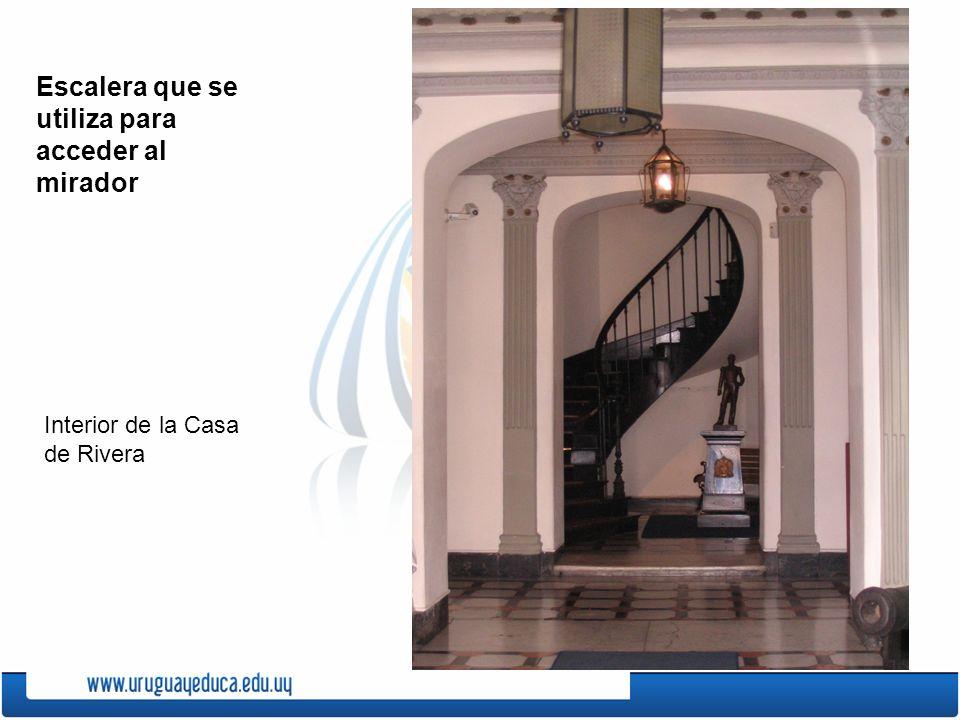Escalera que se utiliza para acceder al mirador
