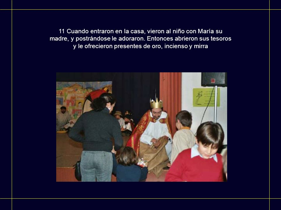 11 Cuando entraron en la casa, vieron al niño con María su madre, y postrándose le adoraron.