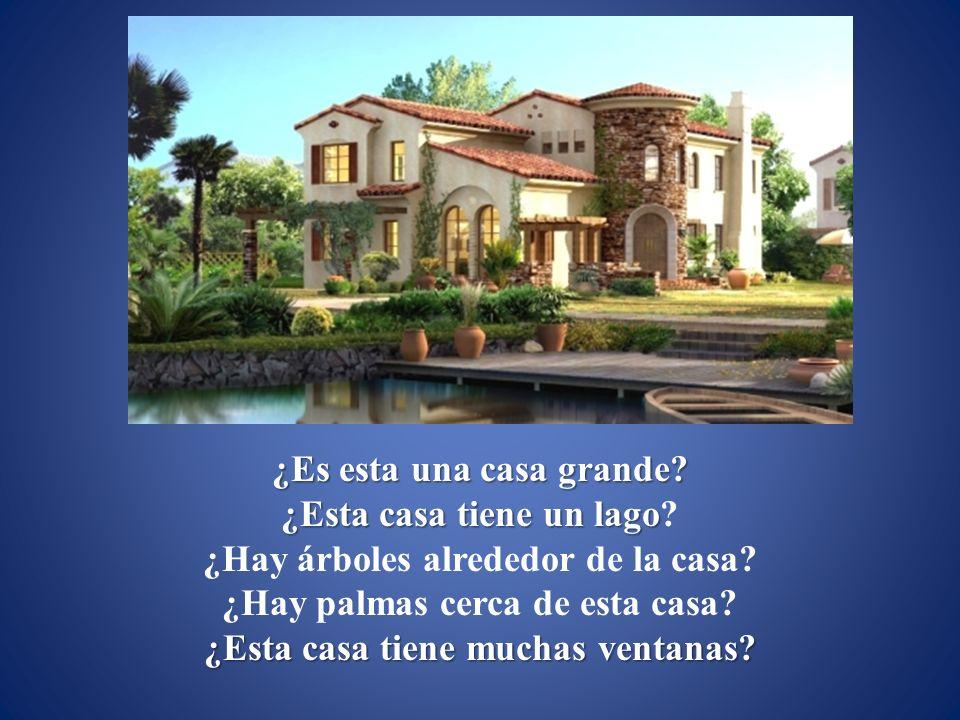 ¿Es esta una casa grande ¿Esta casa tiene un lago