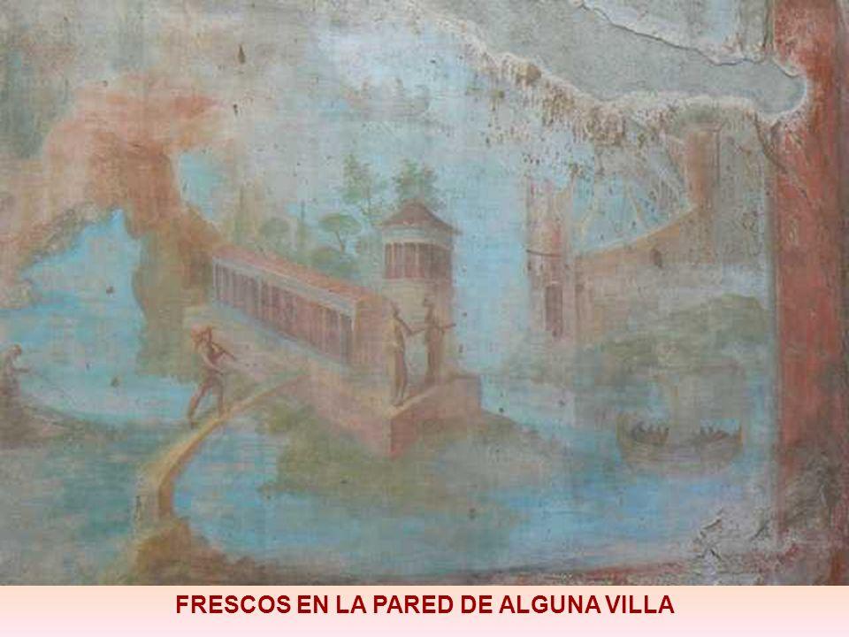 FRESCOS EN LA PARED DE ALGUNA VILLA