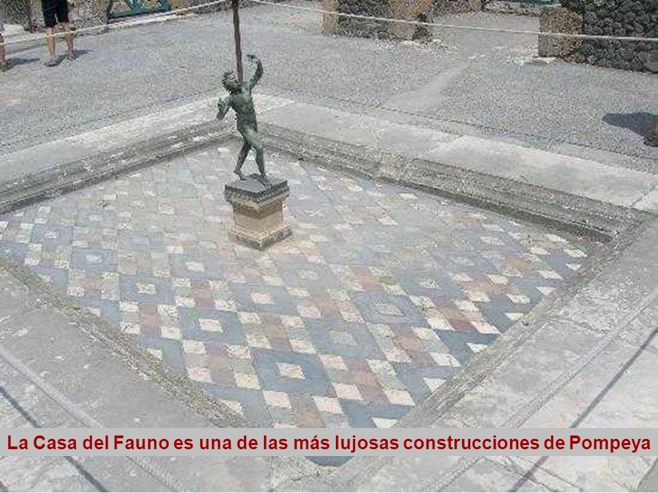 La Casa del Fauno es una de las más lujosas construcciones de Pompeya