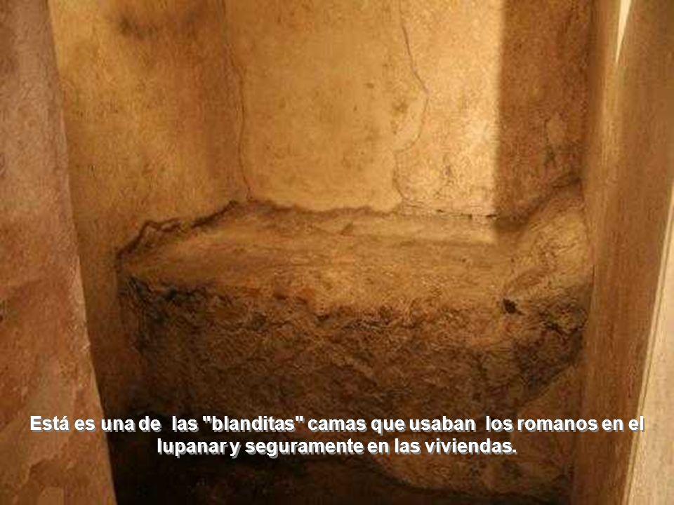 Está es una de las blanditas camas que usaban los romanos en el lupanar y seguramente en las viviendas.