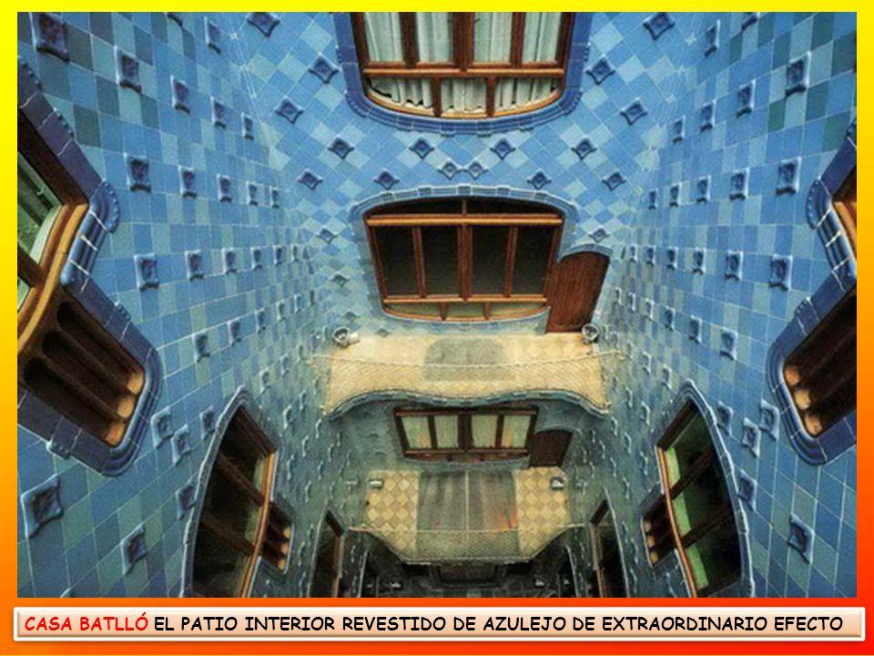 CASA BATLLÓ EL PATIO INTERIOR REVESTIDO DE AZULEJO DE EXTRAORDINARIO EFECTO