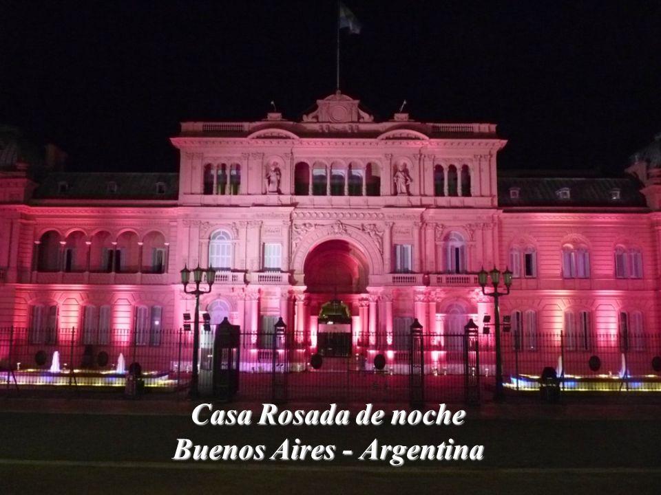 Casa Rosada de noche Buenos Aires - Argentina