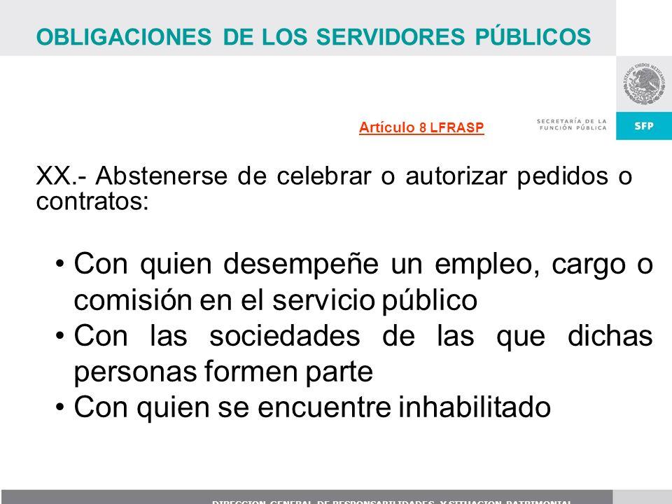 Con quien desempeñe un empleo, cargo o comisión en el servicio público