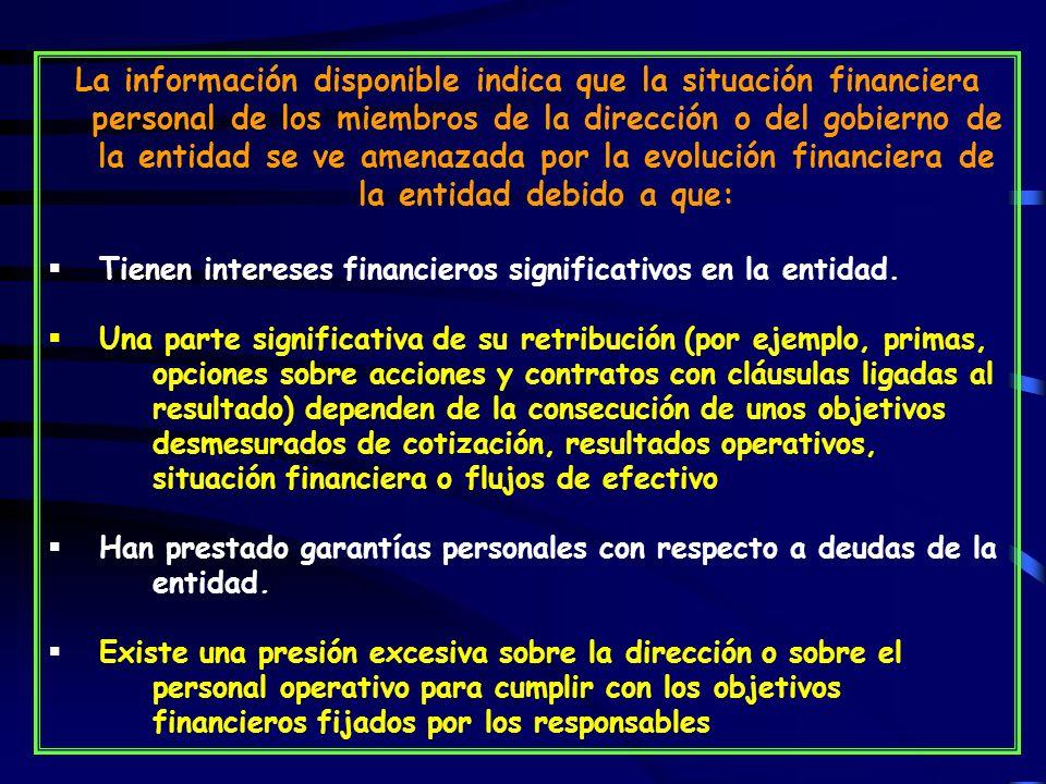 La información disponible indica que la situación financiera personal de los miembros de la dirección o del gobierno de la entidad se ve amenazada por la evolución financiera de la entidad debido a que: