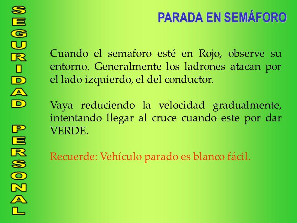 PARADA EN SEMÁFORO Cuando el semaforo esté en Rojo, observe su entorno. Generalmente los ladrones atacan por el lado izquierdo, el del conductor.