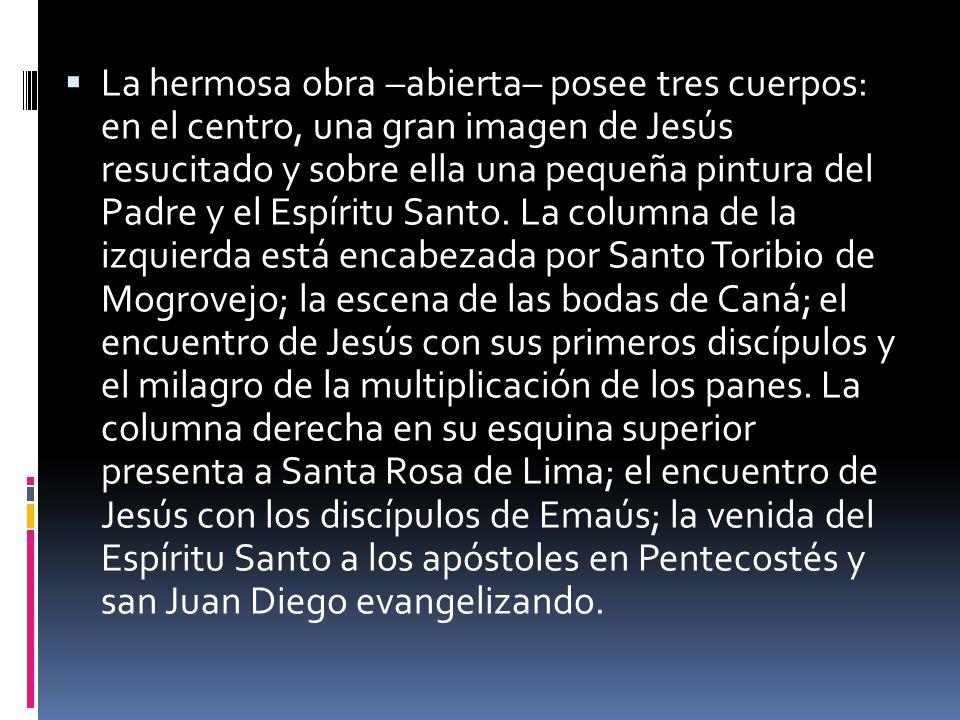 La hermosa obra –abierta– posee tres cuerpos: en el centro, una gran imagen de Jesús resucitado y sobre ella una pequeña pintura del Padre y el Espíritu Santo.