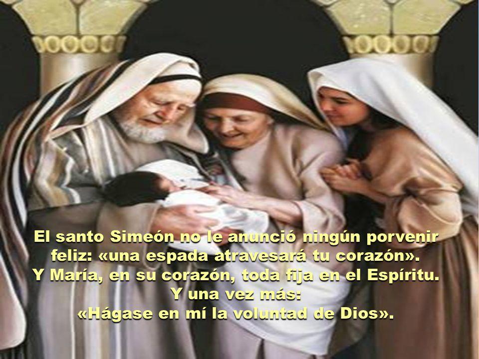 Y María, en su corazón, toda fija en el Espíritu. Y una vez más: