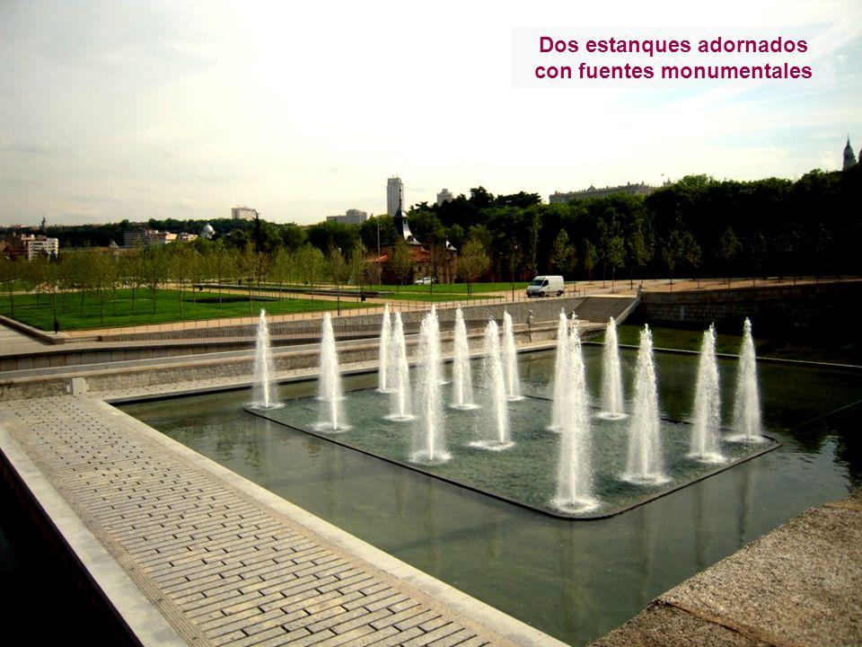 Dos estanques adornados con fuentes monumentales