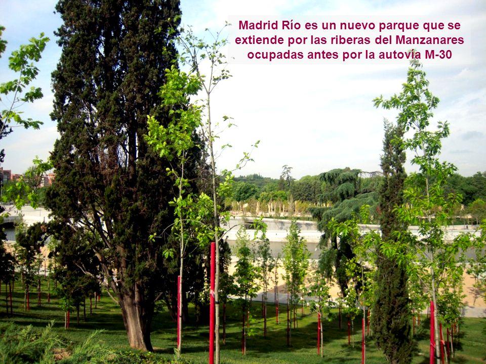Madrid Río es un nuevo parque que se extiende por las riberas del Manzanares ocupadas antes por la autovía M-30