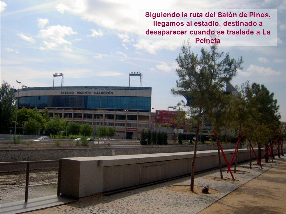 Siguiendo la ruta del Salón de Pinos, llegamos al estadio, destinado a desaparecer cuando se traslade a La Peineta