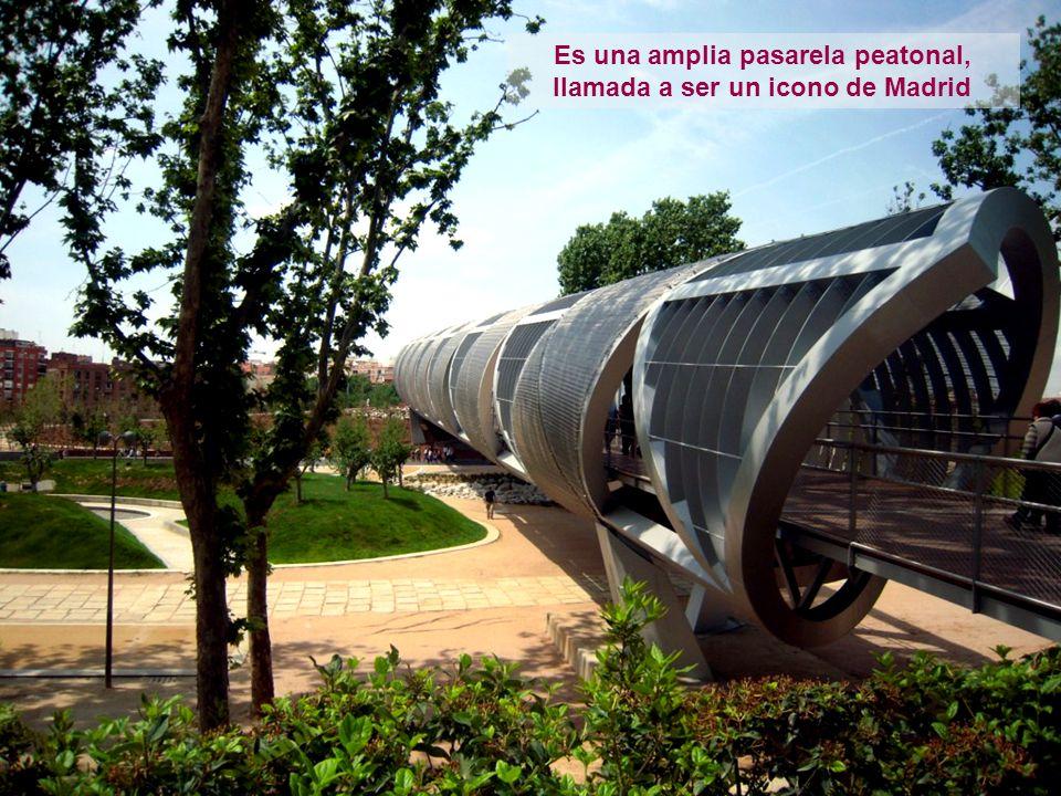 Es una amplia pasarela peatonal, llamada a ser un icono de Madrid
