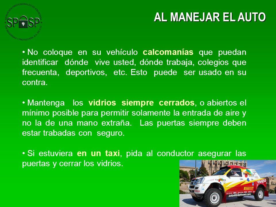 AL MANEJAR EL AUTO