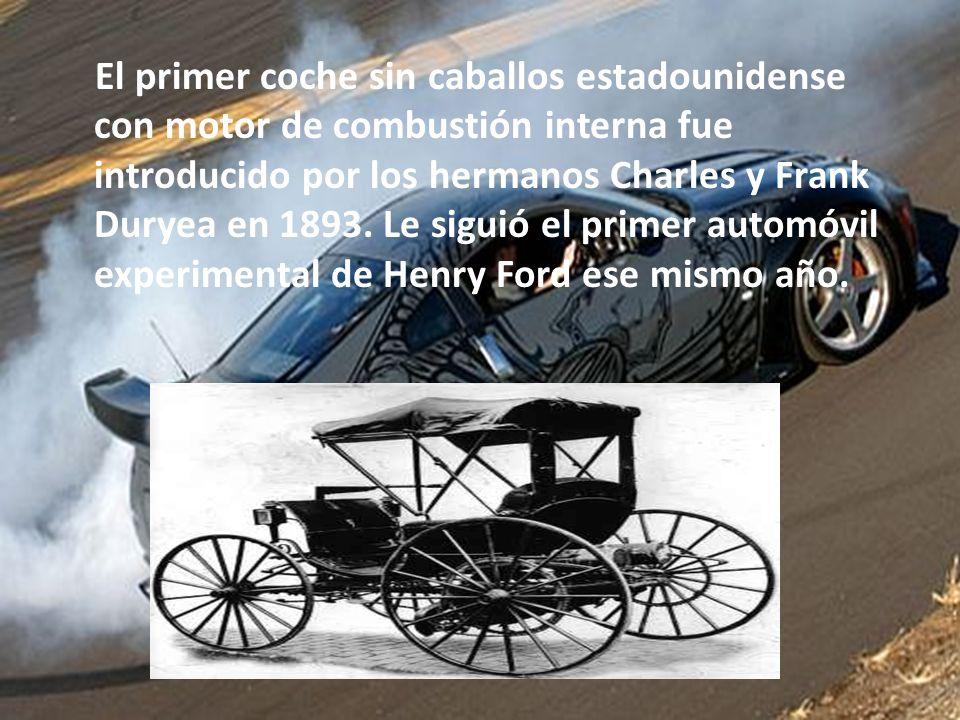 El primer coche sin caballos estadounidense con motor de combustión interna fue introducido por los hermanos Charles y Frank Duryea en 1893.
