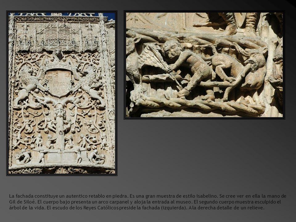 La fachada constituye un autentico retablo en piedra