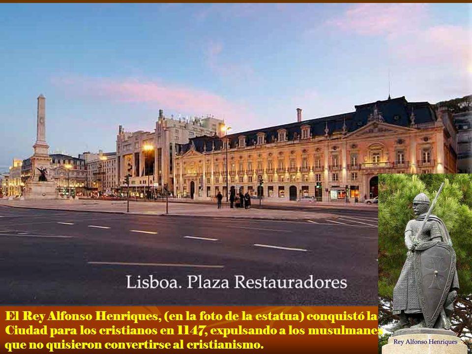 El Rey Alfonso Henriques, (en la foto de la estatua) conquistó la