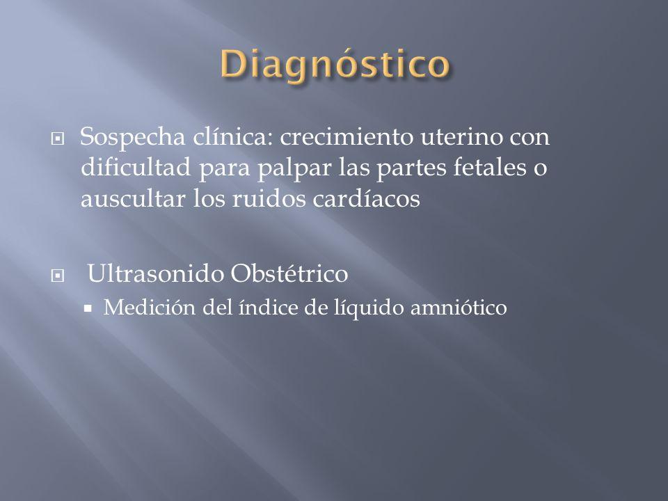 Diagnóstico Sospecha clínica: crecimiento uterino con dificultad para palpar las partes fetales o auscultar los ruidos cardíacos.