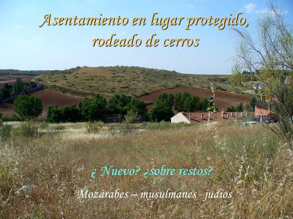 Asentamiento en lugar protegido, rodeado de cerros