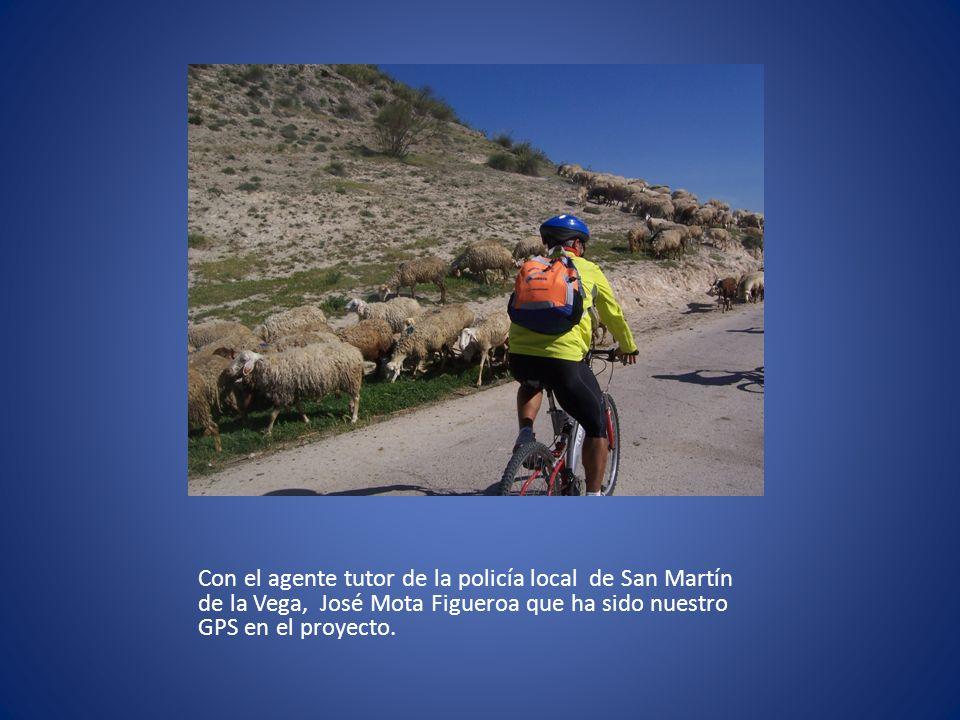 Con el agente tutor de la policía local de San Martín de la Vega, José Mota Figueroa que ha sido nuestro GPS en el proyecto.