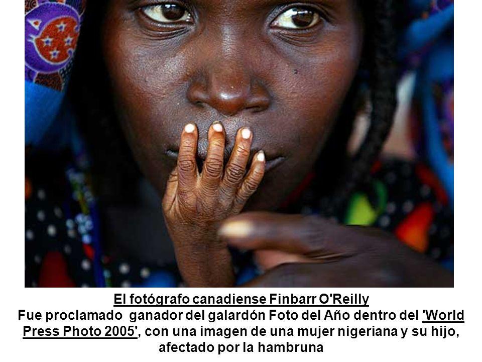 El fotógrafo canadiense Finbarr O Reilly Fue proclamado ganador del galardón Foto del Año dentro del World Press Photo 2005 , con una imagen de una mujer nigeriana y su hijo, afectado por la hambruna