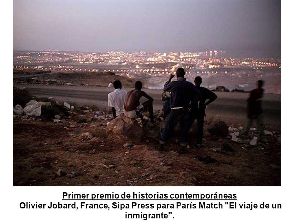 Primer premio de historias contemporáneas Olivier Jobard, France, Sipa Press para París Match El viaje de un inmigrante .