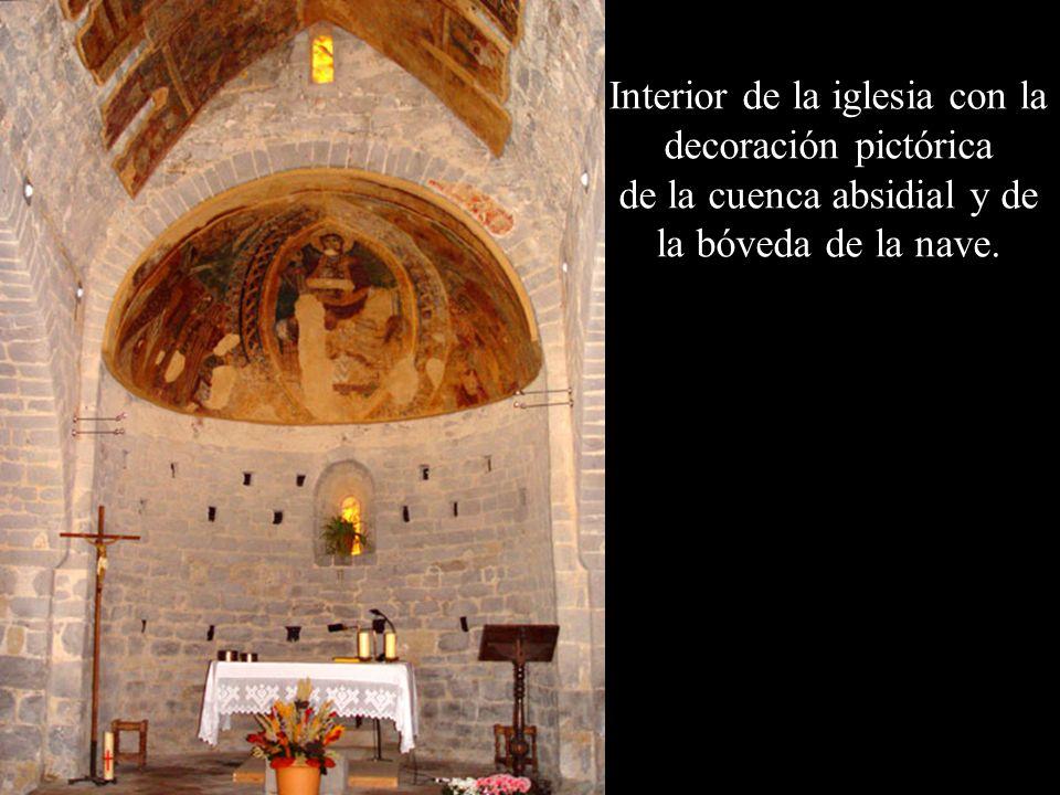 Interior de la iglesia con la decoración pictórica