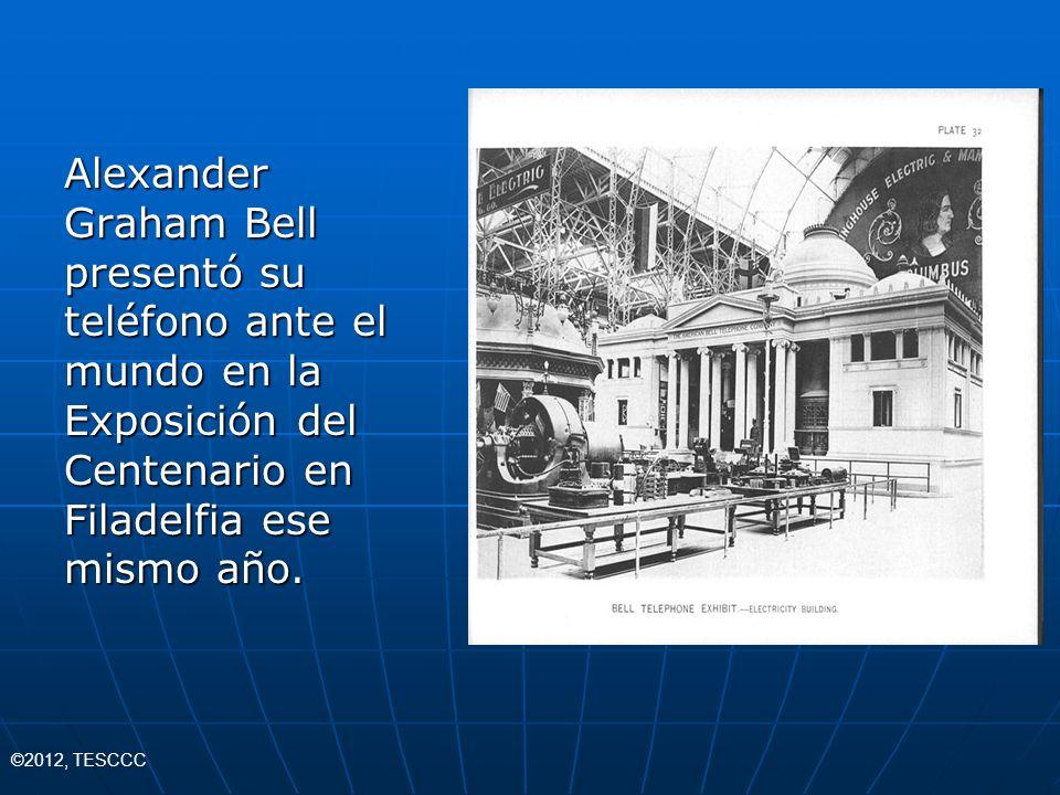 Alexander Graham Bell presentó su teléfono ante el mundo en la Exposición del Centenario en Filadelfia ese mismo año.