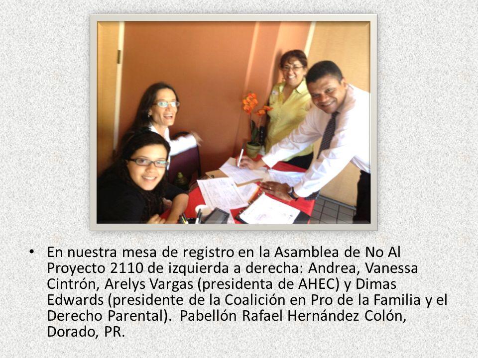 En nuestra mesa de registro en la Asamblea de No Al Proyecto 2110 de izquierda a derecha: Andrea, Vanessa Cintrón, Arelys Vargas (presidenta de AHEC) y Dimas Edwards (presidente de la Coalición en Pro de la Familia y el Derecho Parental).