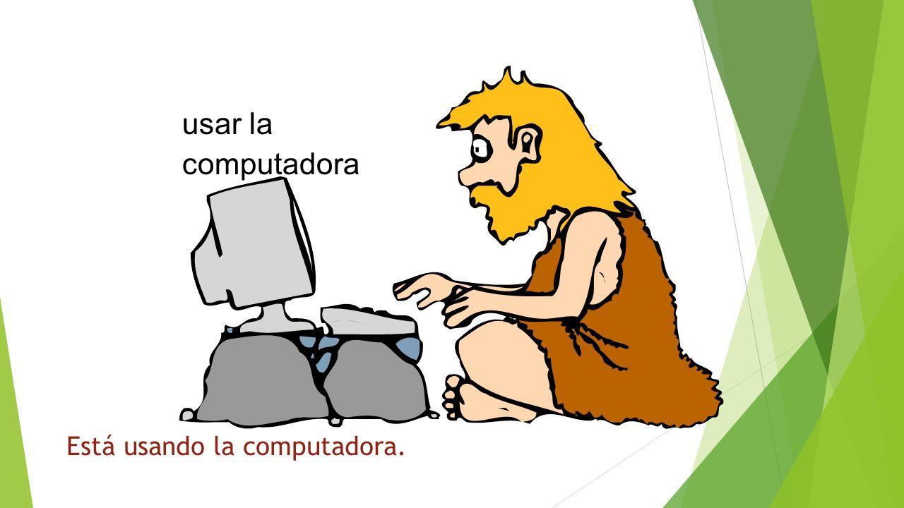 ¿Qué está haciendo usar la computadora Está usando la computadora.