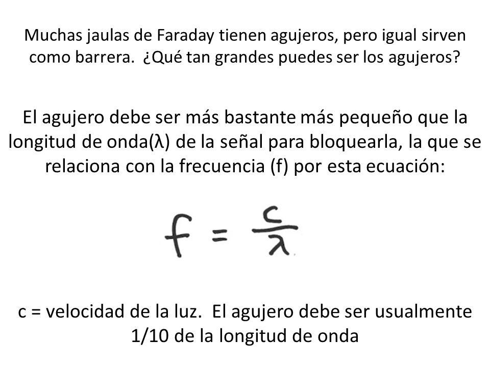 Muchas jaulas de Faraday tienen agujeros, pero igual sirven como barrera. ¿Qué tan grandes puedes ser los agujeros