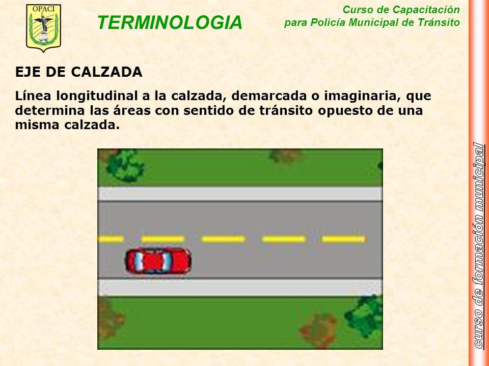 EJE DE CALZADALínea longitudinal a la calzada, demarcada o imaginaria, que determina las áreas con sentido de tránsito opuesto de una misma calzada.