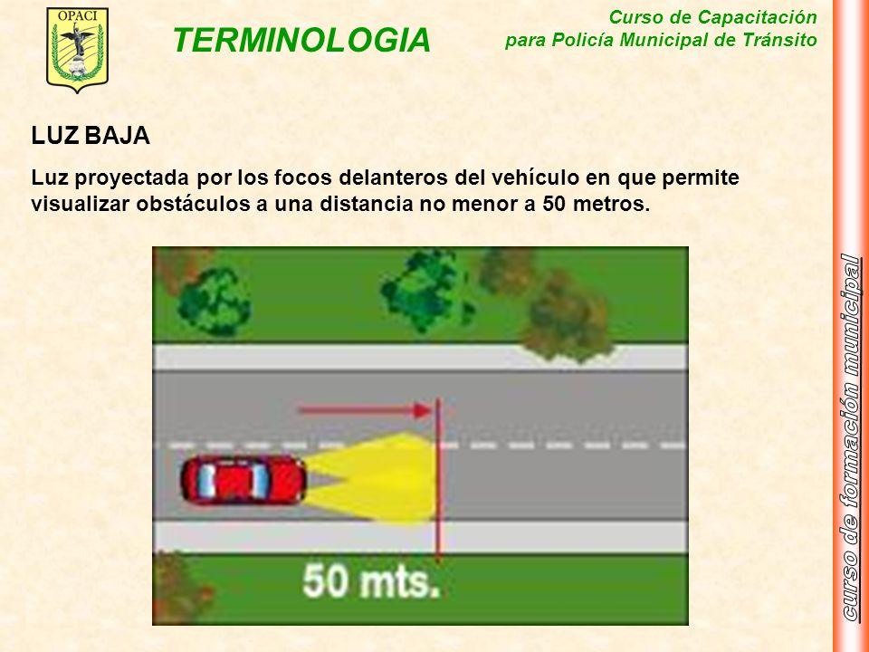 LUZ BAJALuz proyectada por los focos delanteros del vehículo en que permite visualizar obstáculos a una distancia no menor a 50 metros.