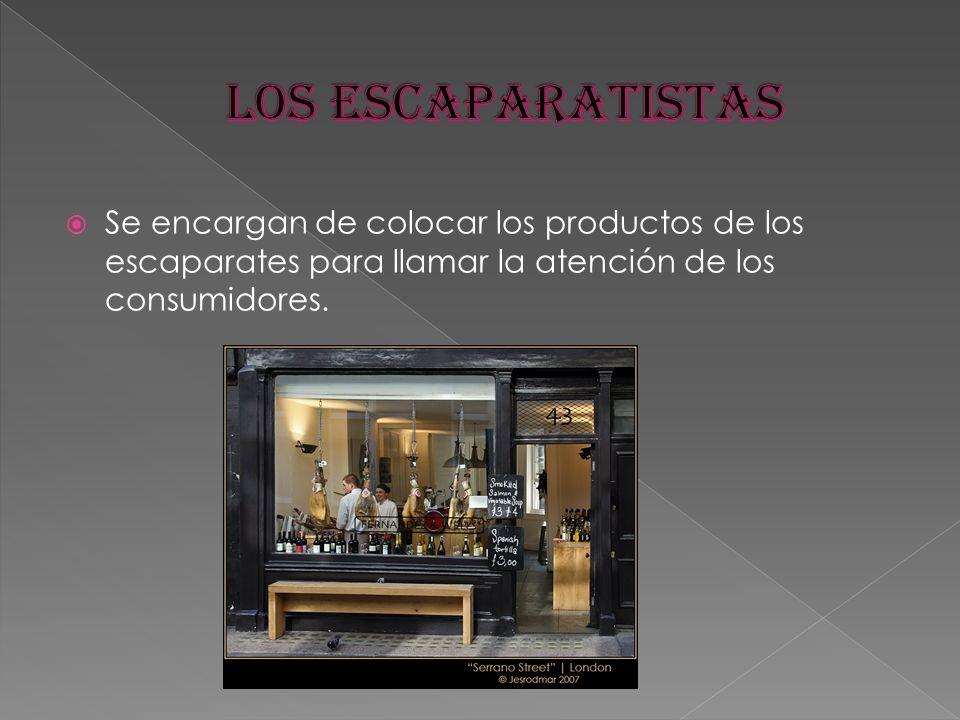 LOS ESCAPARATISTAS Se encargan de colocar los productos de los escaparates para llamar la atención de los consumidores.
