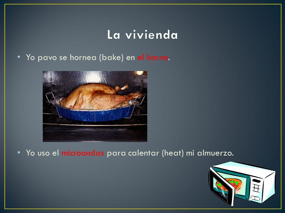 La vivienda Yo pavo se hornea (bake) en el horno.