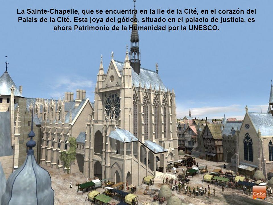 La Sainte-Chapelle, que se encuentra en la Ile de la Cité, en el corazón del Palais de la Cité.