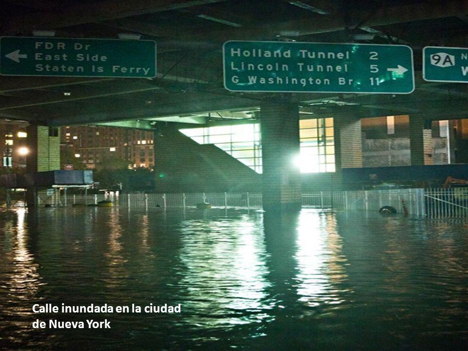Calle inundada en la ciudad de Nueva York