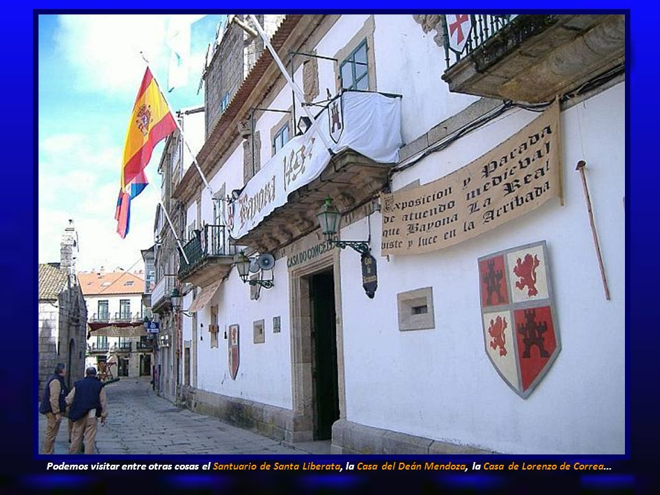 Podemos visitar entre otras cosas el Santuario de Santa Liberata, la Casa del Deán Mendoza, la Casa de Lorenzo de Correa...