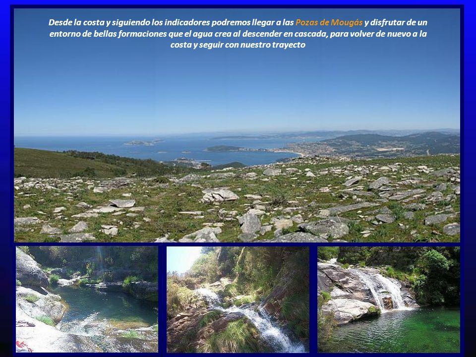 Desde la costa y siguiendo los indicadores podremos llegar a las Pozas de Mougás y disfrutar de un entorno de bellas formaciones que el agua crea al descender en cascada, para volver de nuevo a la costa y seguir con nuestro trayecto