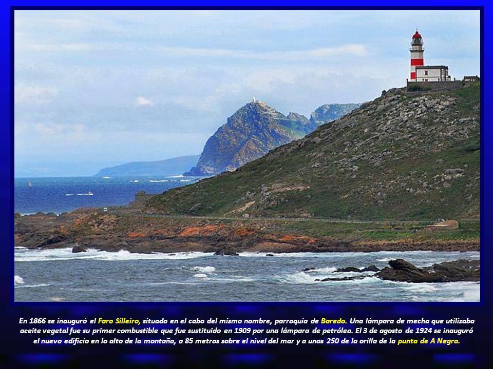 En 1866 se inauguró el Faro Silleiro, situado en el cabo del mismo nombre, parroquia de Baredo.